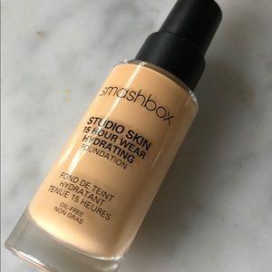 smashbox studio skin 15 hour wear foundation 2.16